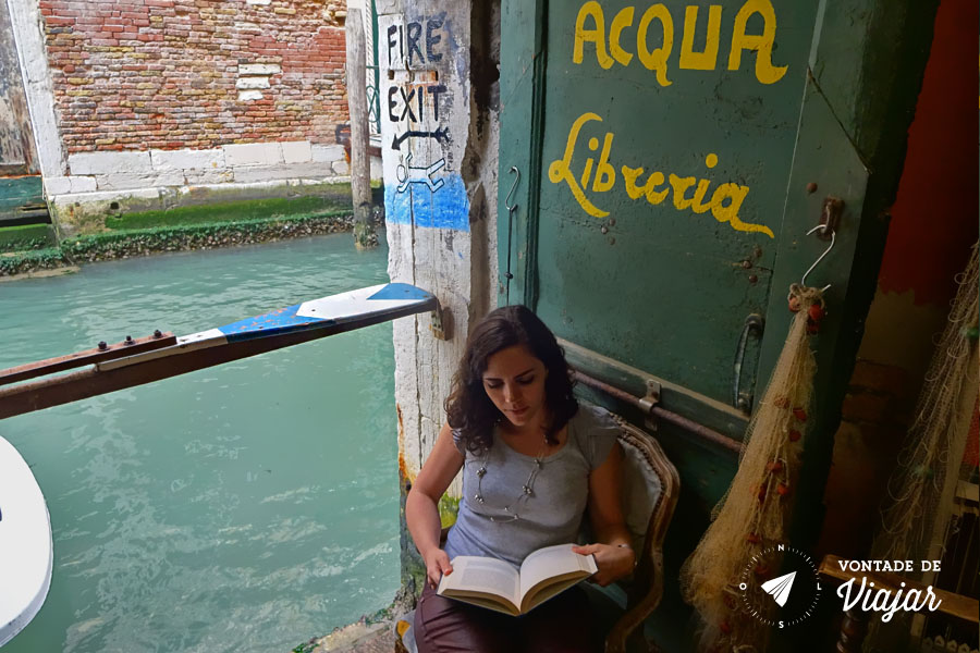 Livraria Acqua Alta Veneza - Fire exit canal