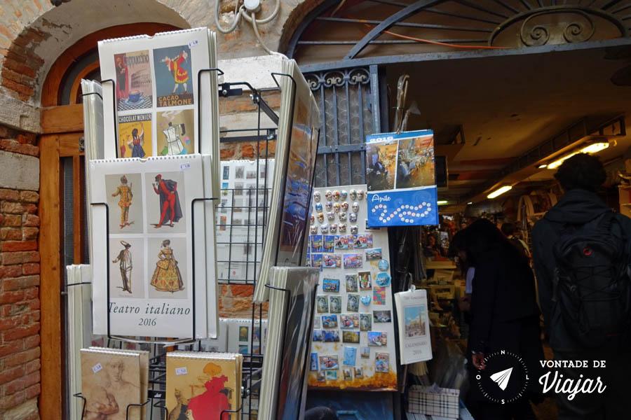 Livraria Acqua Alta Veneza - Posters e cartoes postais