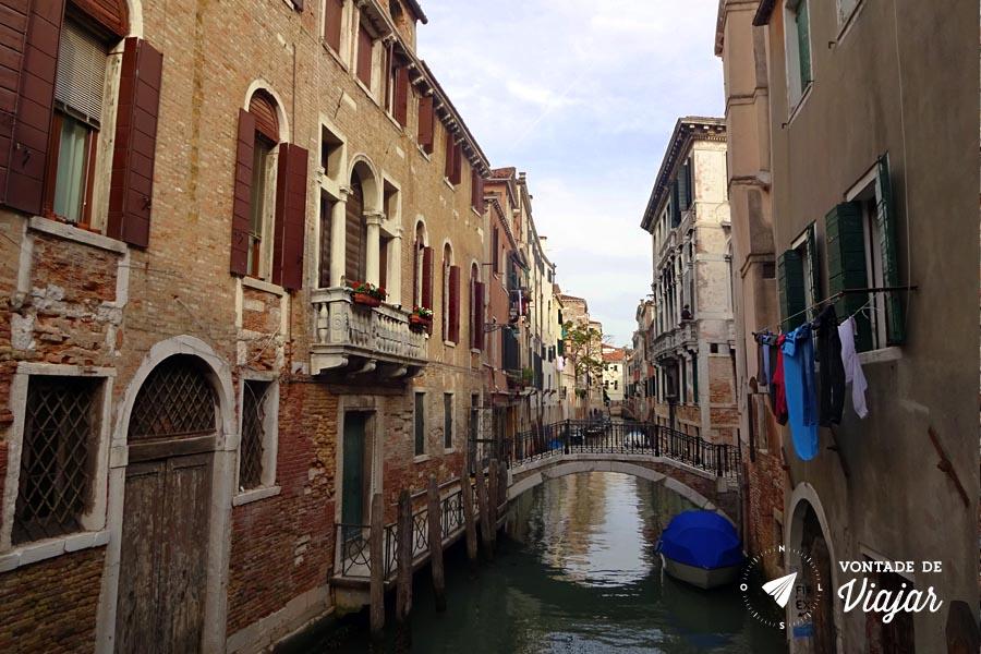 Livraria Acqua Alta Veneza - Vista do canal