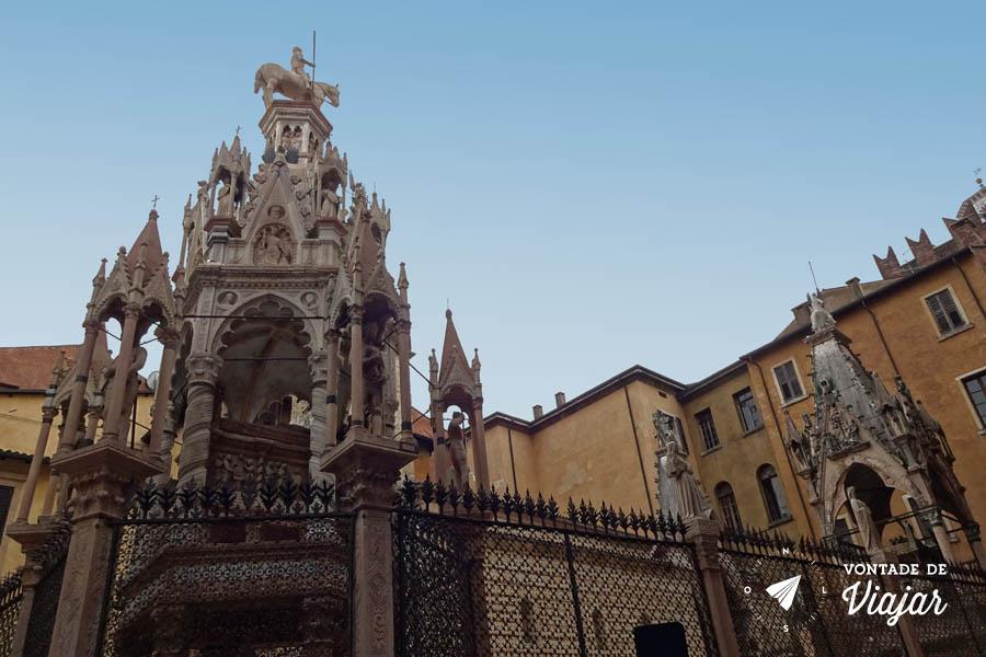 O que fazer em Verona Italia - Arche Scaligere torres goticas