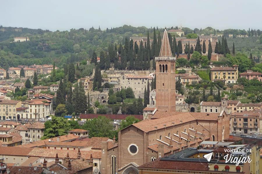 O que fazer em Verona Italia - Torre dei Lamberti vista da Basilica de Santa Anastasia
