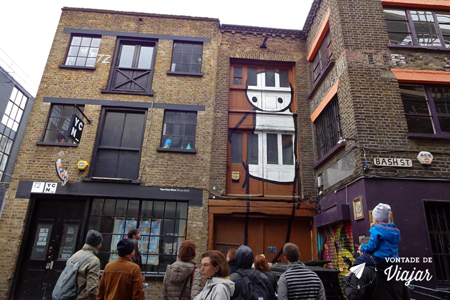 Street art Londres - graffiti boneco palito do artista britanico Stik em Shoreditch