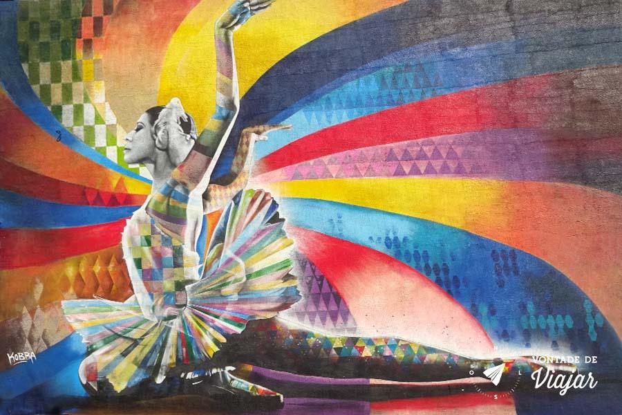 Graffiti Bailarina Kobra em Moscou - Mural Lago dos Cisnes