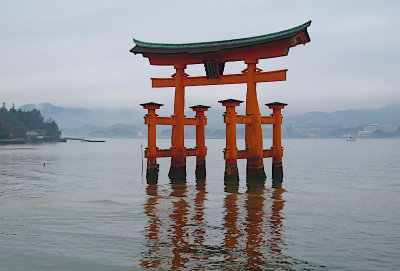 Roteiro Japao - Portal na agua do Santuario de Itsukushima Miyajima