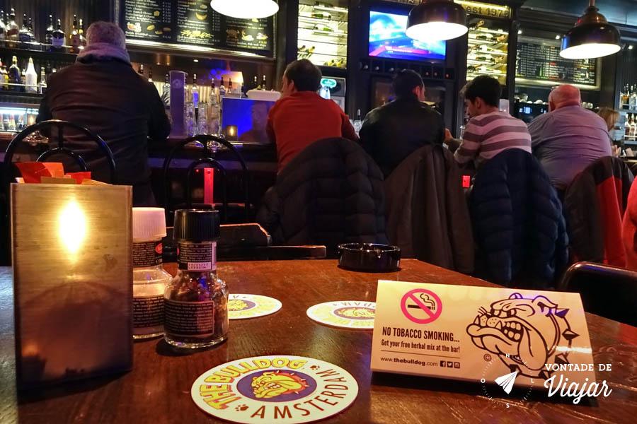 Amsterdam - Drogas - Coffee shop nao permite tabaco