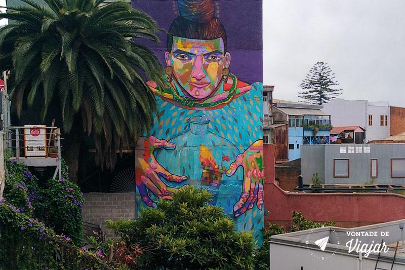 Street art em Valparaiso Chile - Mural La Robot de Madera