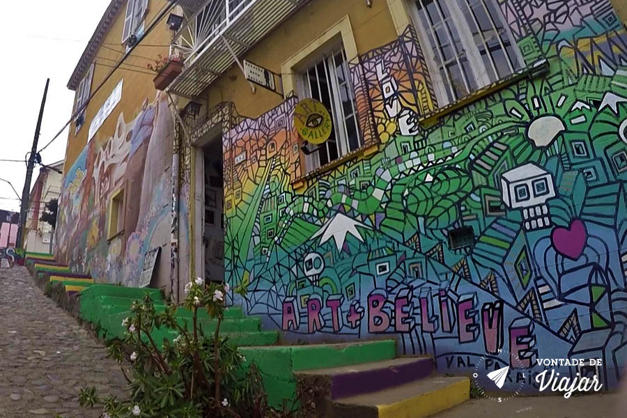 Street art em Valparaiso - Dupla britanica Art+Believe