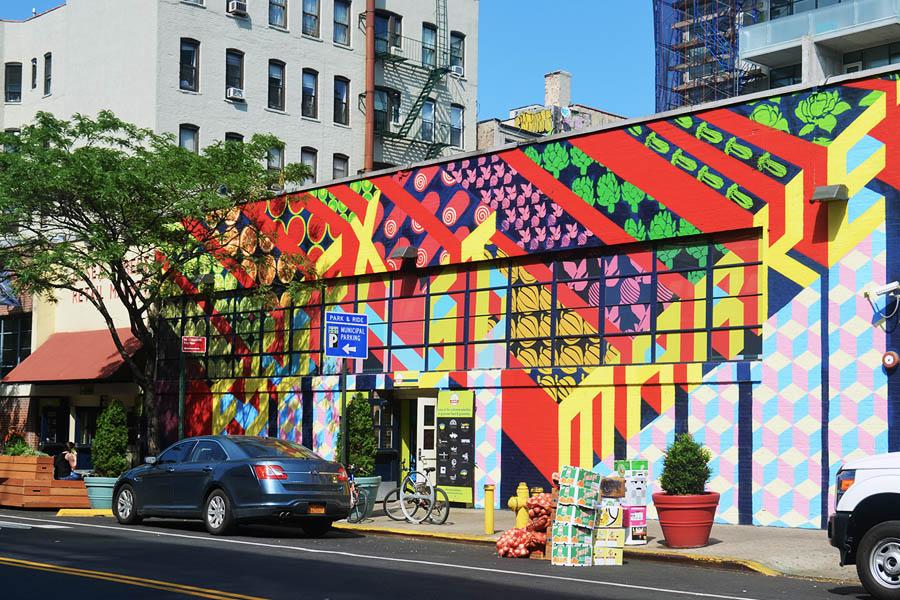 Essex Street Market - Mural Gera Lozano 2016 - Foto Evan Bindelglass via New York Yimby