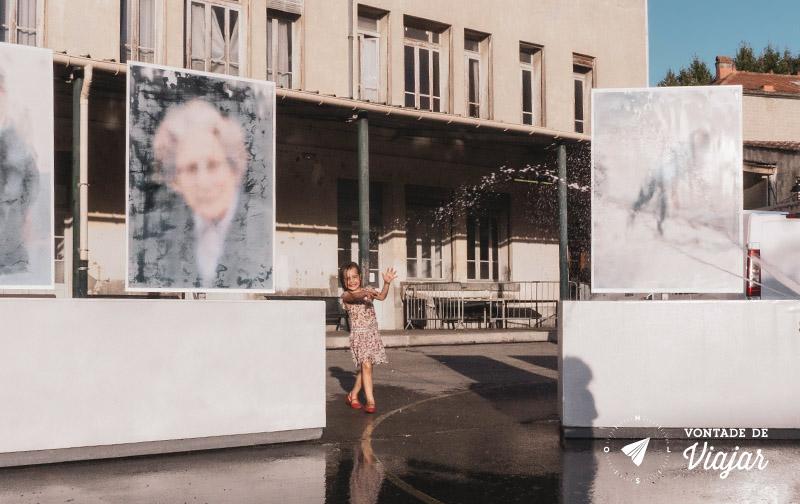 Festival de Fotografia Arles Franca - Criancas brincando na praca