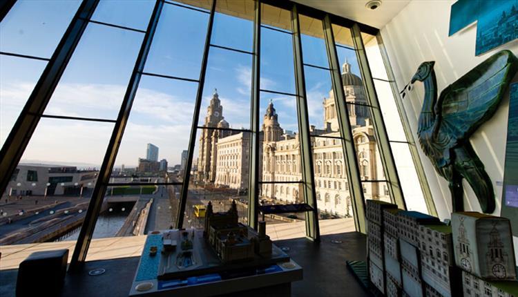 Museu de Liverpool: Liver Bird e a vista sobre a Waterfront