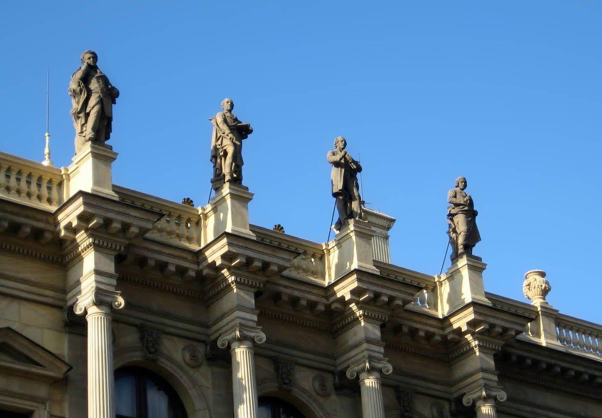 Lendas de Praga - Rudolfinum Mendelssohn terceiro da fachada virada para Old Town